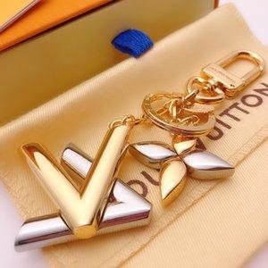 2020 Luxury Key Rings Buckle Fashion Designer Brand Handmade Brand Car Leather Keychain Mens Woman Bag Charm Pendant Accessories Round card