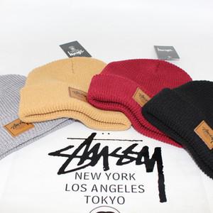 2019 تصميم العلامة التجارية قبعات تريكو للرجال النساء الخريف الشتاء في الهواء الطلق الدافئة قبعة الجمجمة كاب 4 ألوان انخفاض البحري
