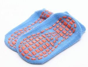 Crianças trampolim Meias Anti-Skid antiderrapante pegajosas Grips Socks