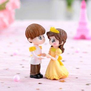 1pair Prens ve Prenses heykelcik Minyatür Düğün Dekorasyon Tatlı Boy Kız Çift DIY Malzeme Moss Teraryumlar Mikro Peyzaj Aksesuar