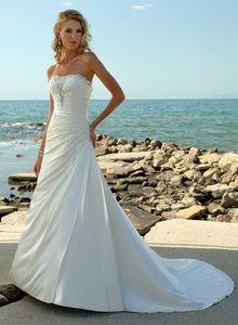 2019 Branco Marfim vestidos de noiva de cetim A Linha Strapless frisada Lace Up Tribunal Trem Spring Beach Summer Garden Vestido de Noiva Plus Size baratos