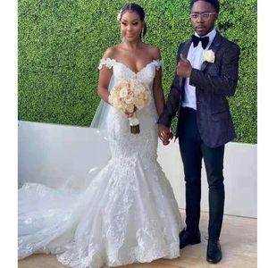 Elegant Lace Mermaid Wedding Dresses Off Shoulder Sweep Train Appliques Garden Plus Size Country African Bridal Gowns vestidos de novia
