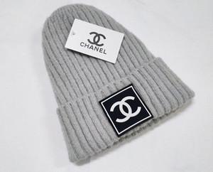 القبعات الأزياء الجملة خالية الشحن حار أنثى لطيف الشتاء قبعة محبوك قبعة الكرة الخرز اليد هوك دافئ الاكريليك السيدات قبعة عالية Quality520