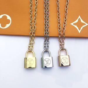 Europa Amerika Mode-Mann-Dame Frauen Titan Stahl Gold 18K Thick-Halskette mit V-Initialen Large Size-Verschluss-Charme-Anhänger 3 Farbe 111