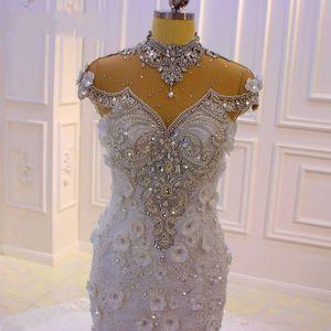 럭셔리 아랍어 크리스탈 페르시 하이 넥 민소매 인어 웨딩 드레스 반짝 이는 레이스 Appliqued 두바이 스위프 기차 신부 가운