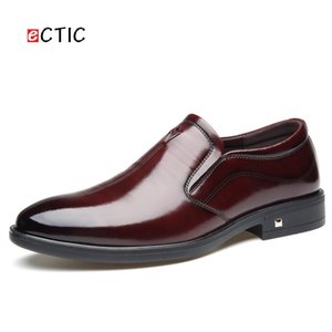 Ectic Vintage Men Dress Shoes Bullock Pointed Oxfords Business Office Style Matrimonio traspirante Calcado Hombre