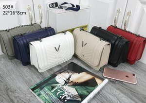 New small new women 2020 fashion Korean version of large capacity versatile messenger bag lock Single Shoulder Bag Fashion retro atmosphere