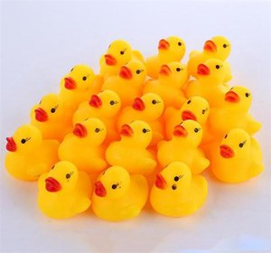 DHL gratuit Shiping Baby Bath Toy son Rattle enfants en bas âge Mini Rubber Duck Natation Bathe Race Squeaky Canard Piscine Fun Jouer Jouet