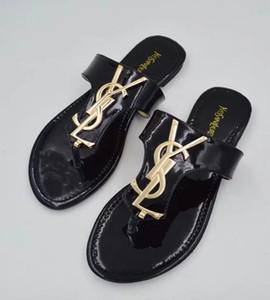 Diseño para mujer para hombre sandalias del verano Pantoufles Beach Slide Zapatos Moda desgastes Zapatillas Damas de pisos envío