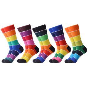 1Pair neuen Männer beiläufige gekämmte Baumwolle bunten Regenbogen Happy Socks Personality Lustige Hochzeitsgeschenke kreative Kleid-Socken