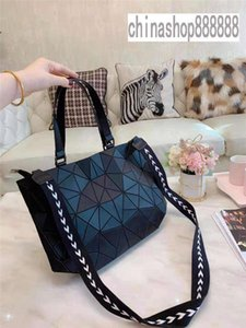 2019 brand fashion designer woman bags fashion classic Laser packet Fashion versatile handbag classic shoulder bag