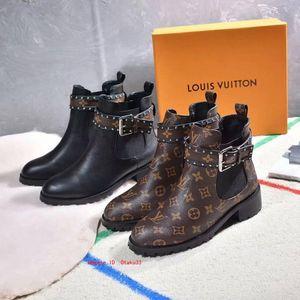 Ingrandire la classica donna Patent Leather Heels Stivali da donna pompe sexy nero Stivaletti Dress singoli pattini di grandi dimensioni