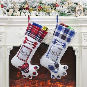 Decoración de Navidad de la tela escocesa bolsas de regalo Gatos Perros de la pata de la media de los calcetines del árbol de Navidad colgando colgante regalos de Año Nuevo Prop Calcetines Pon Foto BH2441 CY