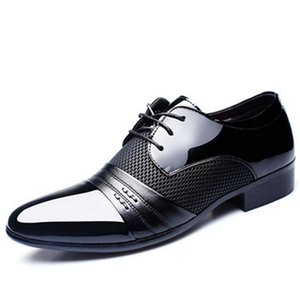 2019 new Classic Men Pointed Toe Dress Shoes Mens Patent Leather Black Wedding Shoes Oxford Formal Big Size fashion