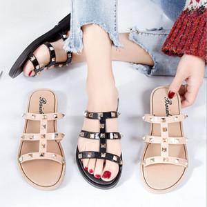 Mulheres Rebites Chinelos Verão Slides Abra Toe Flats Glitter Efémero Plus Size 36-40 Black White Outdoor Calçado Promot frete grátis