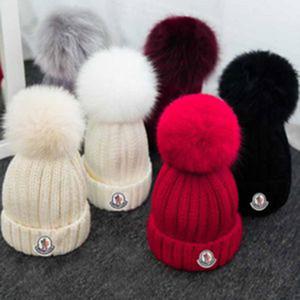 Kış Örgü Gerçek Kürk Şapka Kadınlar Kalınlaşmak kasketleri Gerçek FOX KÜRK Kürk Pompoms Sıcak Caps snapback ponpon bere Şapkalar ile