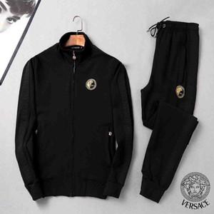 Der Entwurf der Männer Mode Sportbekleidung Brief Stickerei Luxus Sommersportbekleidung kurzärmeligen Pullover Jogginghosenanzug O-Ansatz Sportbekleidung