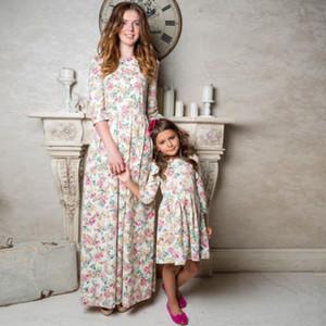 2018 Новая Мать и дочь Осень Повседневная BOHO Цветочные платья макси Мамочка девушки Matching Наряды платья Цена за 1PC