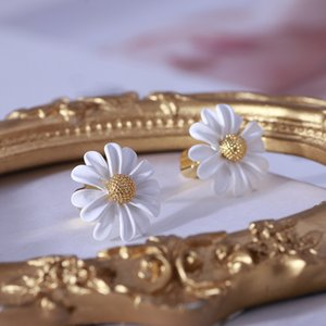 Women Trendy Flower Stud Earrings Gold color White Daisy Earrings Fashion Jewelry Women Accessories Girls Gifts Luxury Earrings