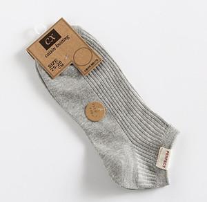 Erkekler Opsiyonlar için Katı Renk Moda Lüks Erkek Çorap Nefes Casual Marka Kısa Sock ile Bahar ve Yaz Erkek Tasarımcı Çorap