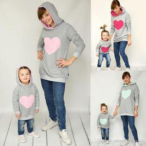 Mère bébé fille Sweats à capuche imprimé coeur Paillettes Mom Filles assortis Sweat-shirt famille Tenues Sweats à capuche assortis enfants adultes Pull à capuche