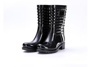 Frauen Stiefel Frühlings- und Sommerrain Mittler-Kalb Frauen-Schuhe Große Größen-Anti-Rutsch-Wasserdichte Damenschuhe Niet PVC Regen Stiefel New