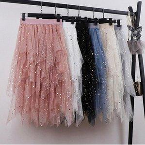 Color sólido Qooth Nueva Primavera Verano Mujer lentejuelas Estrellas de encaje faldas de las mujeres elásticos de la cintura de la falda irregular de malla plisada QH1710