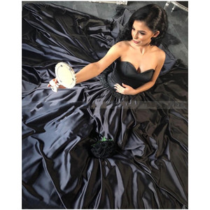 2020 Black Gothic Wedding Dresses Ball Gown Satin Sweetheart Lace Appliques Corset Back Non White Bridal Gowns Cusstom Made Colored Brides