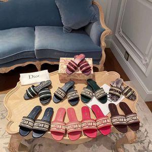 designer de Mulheres Slides MULTICOLOR Dway mula em algodão bordado SLIDE Designer Mulheres Plano Sandals Moda Womens Slipper GRANDE TAMANHO 35-42