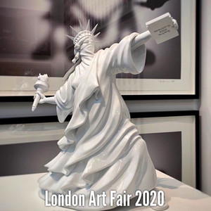 Modern Estátua da Liberdade Arte Lance Torch Banksy motim de Liberty London Art Fair Resina Escultura Home Decor criativa do presente