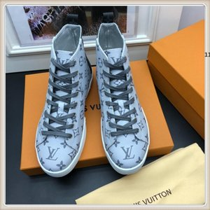luxury designer 630 2019 New Mens Shoes Sneakers Fashion Luxury Sneakers Breathable Design Recreational Men Shoes Fashion Type Luxury Zapat
