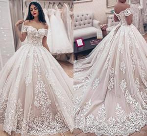 Bola llena del cordón del vestido de la princesa boda vestidos sin espalda del hombro apliques acanalada tribunal tren vestidos de novia más el tamaño de vestido de maternidad
