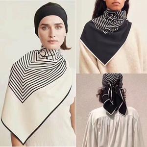 Tempérament Simple 2020 Saison Carré de soie Foulard en satin de soie uni Crêpe noir et blanc Joker Foulard en soie Femme