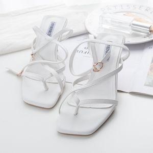 Sexy2019 Mulher Fasciola Sandálias De Salto Alto Quadrado Branco Toe Fino Com Cruzamento Bandage Roma Sapatos Femininos