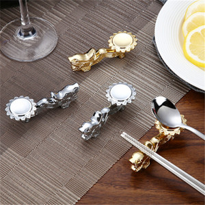 Kreative Metall Drache Form Stäbchen Halter Chinesischen Traditionellen Gold Stäbchen Rack Rahmen Rest Stehen Handwerk Tischdekoration
