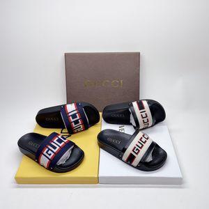 2020 Новая высококачественная зажигалка Детская обувь тапочки мода популярная мягкая и удобная бесплатная доставка 0304111