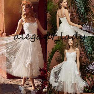 Короткие свадебные платья длиной до чая 2019 Кружева-спагетти Тюль Летний пляж Приморский сад Свадебное платье Маленькое белое платье