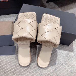 Lastest couro nappa ampla Sandálias da moda tecido quadrado toe Slipprs Ladies Verão ao ar livre praia causais sandálias Lido plano com caixa