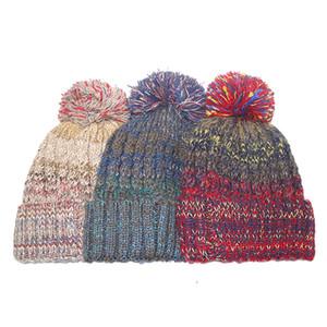 Berretto da donna caldo lavorato a maglia Cappello colorato inverno morbido pompon palla cappello classico da sci all'aperto berretto da casa TTA1698