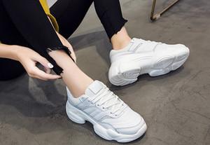 Moda papá zapatos de las mujeres coreanas 2019 de cuero pequeños zapatos blancos las mujeres se divierte los zapatos corrientes de las botas de fondo en las zapatillas de deporte de la pista linda del rastro