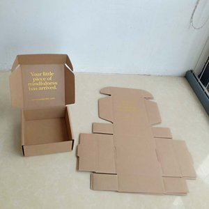 Atacado 500 pcs Personalizado eco amigável Kraft caixas de papelão ondulado com logotipo da folha de ouro embalagem de jóias caixa de presente caixa de transporte