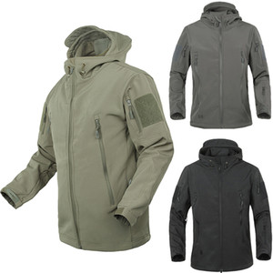 Outdoor Softshell Jacke wasserdicht wanderndes Abnutzungs-Camping Jacket Men Herbst-Winter-starke warmes Bergsteigen Camping Coats