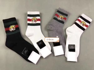 Beste Qualität 4 Farben vier Paare mit Kasten niedrigen Tigerkopf ace Stickereientwerfer Socke Antibakteriell Cotton Unisex Luxusschuhe Sport Sox