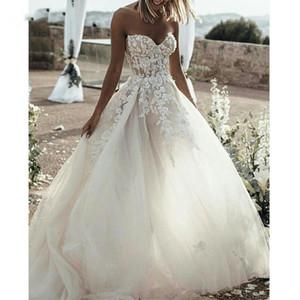 아름다운 수제 꽃 아플리케 Tulle A-Line 웨딩 드레스 Strapless Ruffle Sweep Train 컨트리 스타일 Bridal 's Wedding Gowns