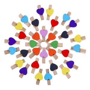50pcs / lot mignon clips de forme de coeur coloré en bois pinces à linge clip 3cm Mini photos clips créatif bricolage main clips de dessin pour la photo magasin décor