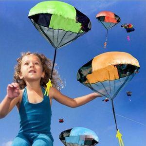 Рука, бросая дети мини игральные парашютные игрушечные солдаты спортивные детские развивающие игрушки открытый случайные цвета ПВХ мода GAG игрушки