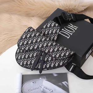 2020 Womens bandolera cuidadosamente hecho con una cadena de hombro inclinado de damas de cuello blanco debe usar el tamaño de caviar de moda: 20 * 28.6 * 8cm