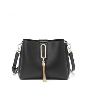 The new high-end PU women's handbag can be adjusted with fine shoulder strap and hand leather stitching