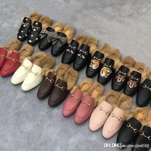 Classic Maschio Mezza Pantofole con Authentic Soft Cowhide Flat Metal Metal Fibbia Capelli Pantofole per capelli Ricamato Scarpe donna Scarpe da donna calda Pantofole di lana