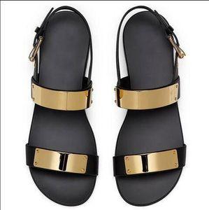 Hot Sale-Fashion menl Sandalen Metall Dekoration Flache Sandalen Tide Lässige Lederschuhe Mann Gladiator-Schuhe